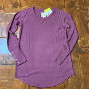 NWT Chaser Waffle Top with Button cuffs